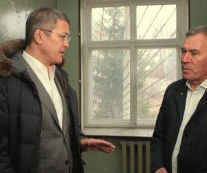 Радий Хәбиров: «Буш торған биналарҙы муниципалитеттар балансына тапшырырға кәрәк»